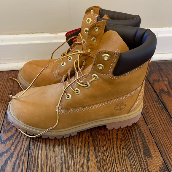 NWT Timberland Boots size 8 Womens